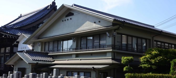 庫裡の屋根の修復と外壁塗装